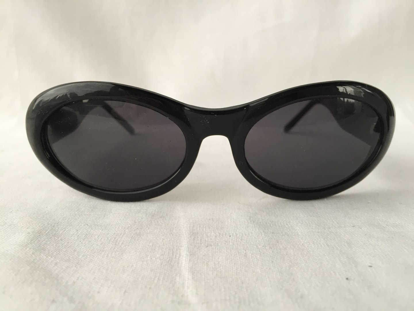Vintage Gucci oval sunglasses black